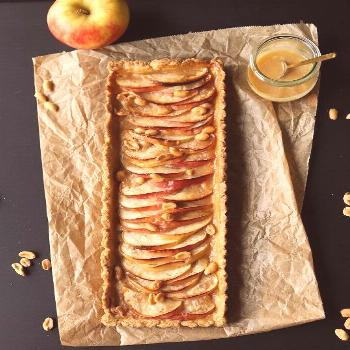Apple and salted caramel tart with peanuts - Apple and salted caramel tart with peanuts -
