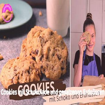 Cookies with chocolate and salted peanuts The cookies with chocolate and salted peanuts have a real