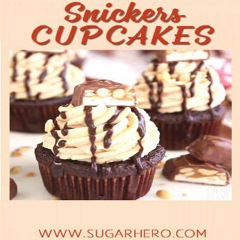 Snickers Cupcakes – with a caramel filling and the BEST fluffy peanut butter frosting! | From