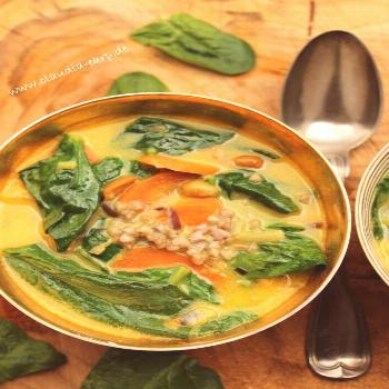 Spinach buckwheat curry with carrots and peanuts Spinach buckwheat curry with carrots and peanuts,