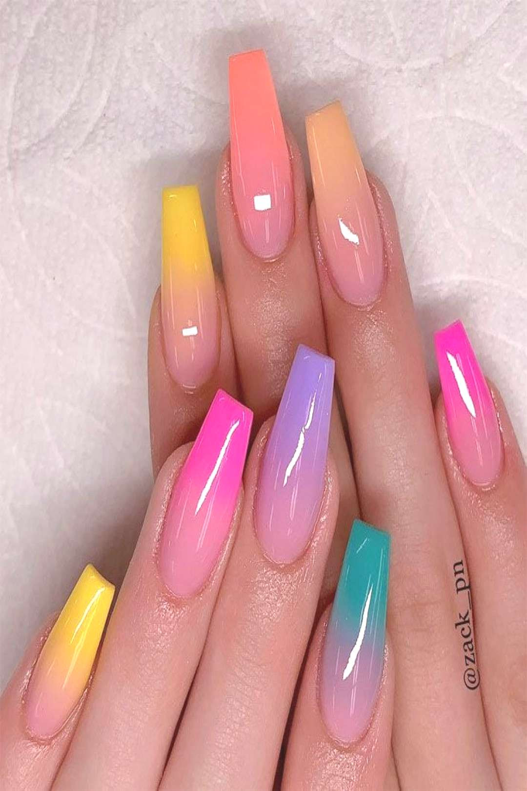 40 Fabulous Nail Designs That Are Totally In Season Right Now 40 conceptions dongles fabuleuses qu