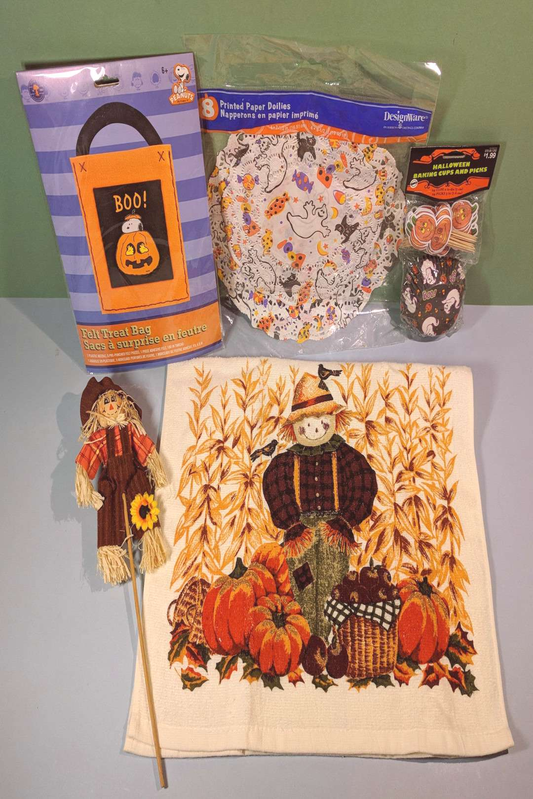 5 Pc Halloween Kids Party Variety Pack, Cup Cake Liners, Scarecrow Pick, Peanuts Snoopy Felt Treat