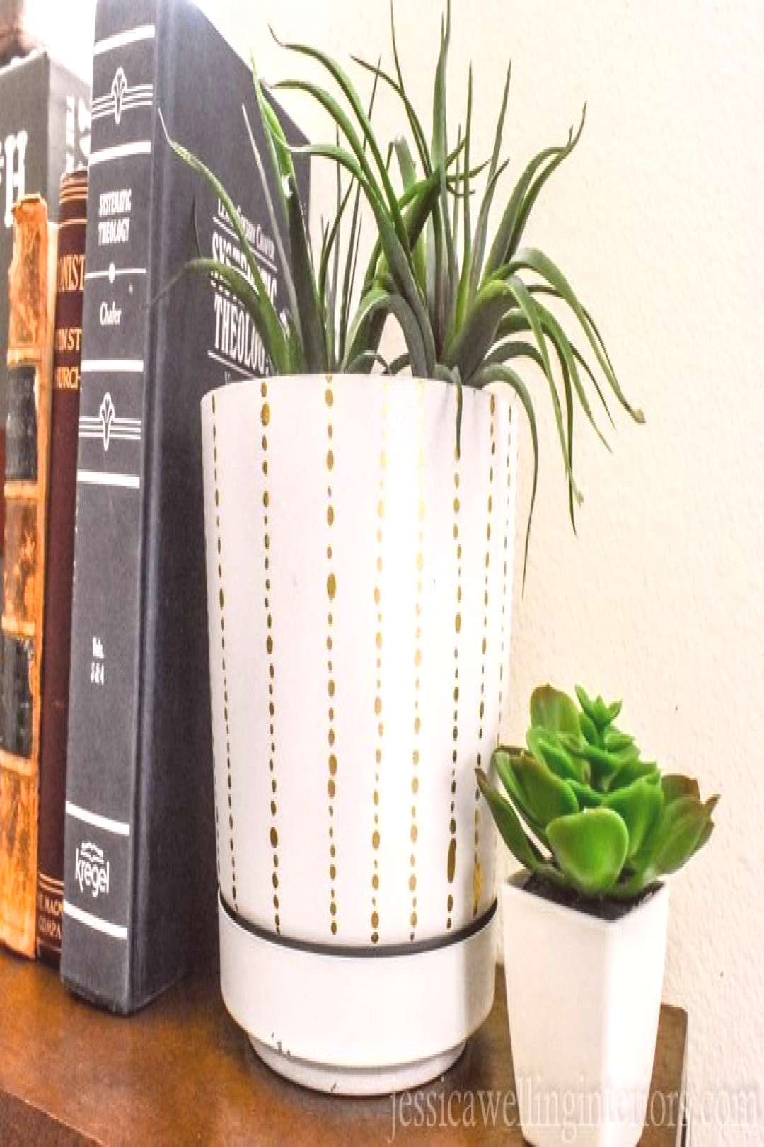 DIY Modern Indoor Plant Pots With Paint Pens#diy