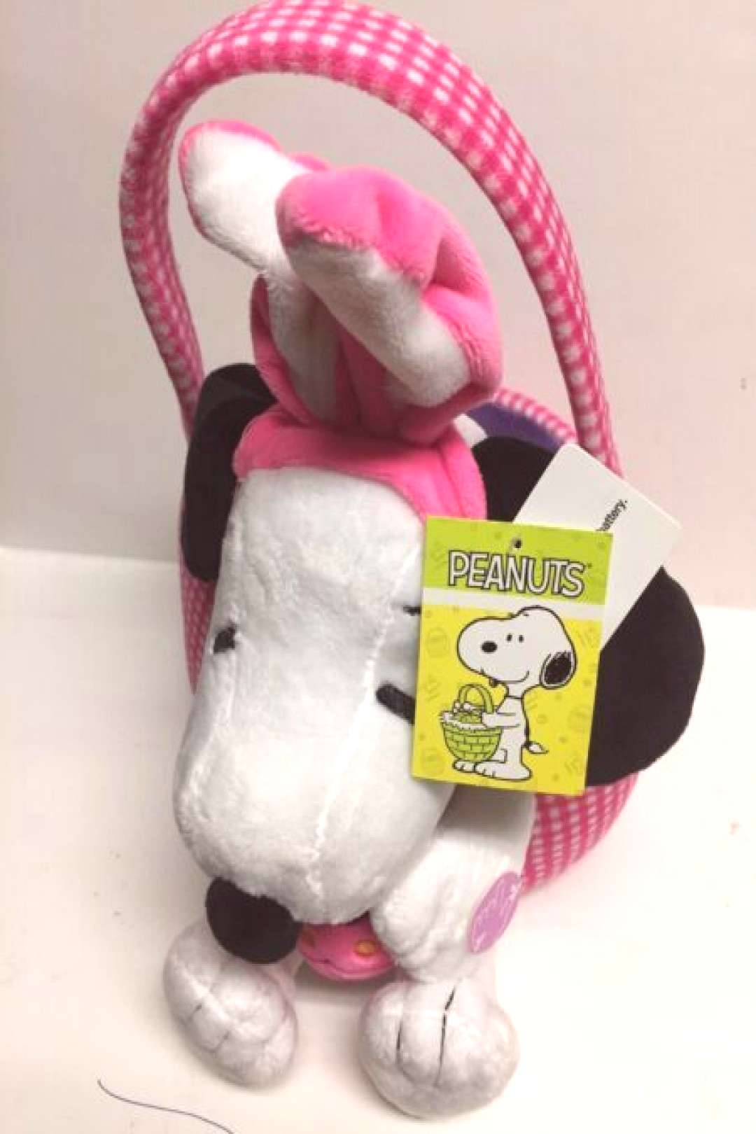 Easter Decorations Peanuts Snoopy Plush Pink Plaid Easter Basket Plays Linus And Lucy Song NEW East
