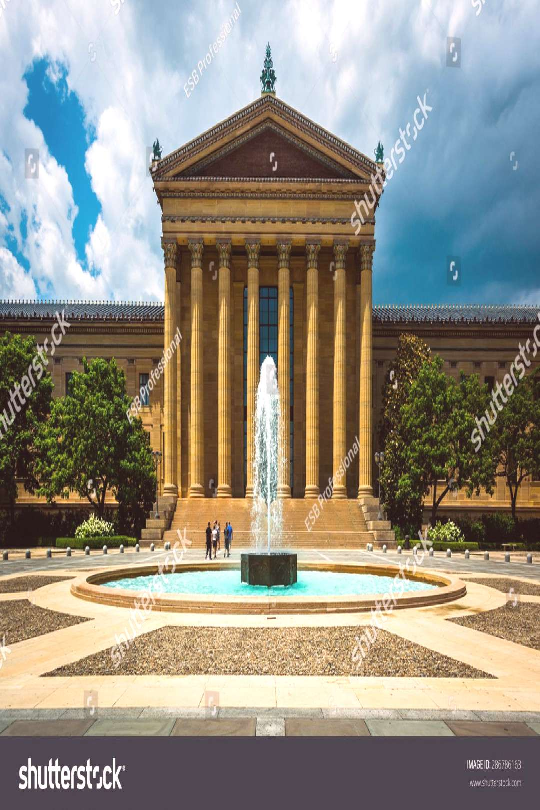 Fountain and the Art Museum in Philadelphia, Pennsylvania. ,
