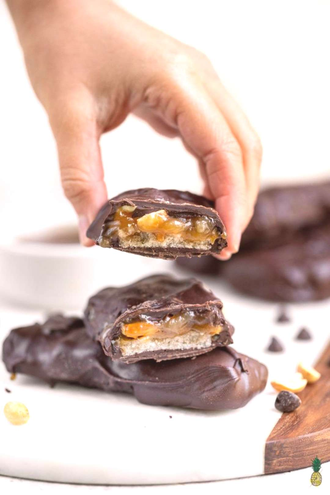 Learn how to make vegan snickers bars at home! Loaded with roasted peanuts, gluten-free nougat, rea