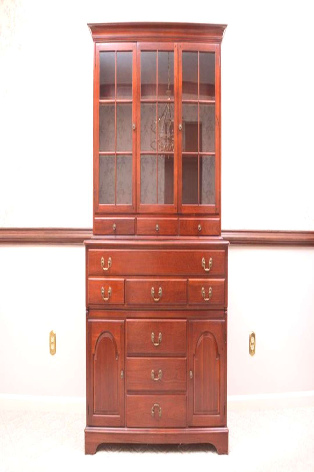 STANLEY FURNITURE Cherry Traditional Style 52 quotBreakfront China Cabinet 6111-10STANLEY FURNITURE Ch